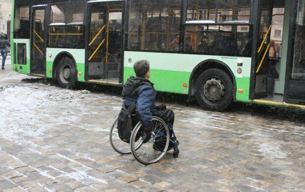 Украинец на инвалидной коляске, фото: Униан