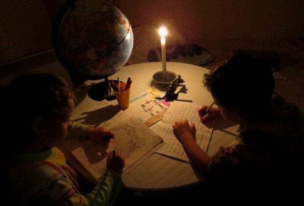 У Львові масово відключають світло: кому доведеться запастися свічками і терпінням