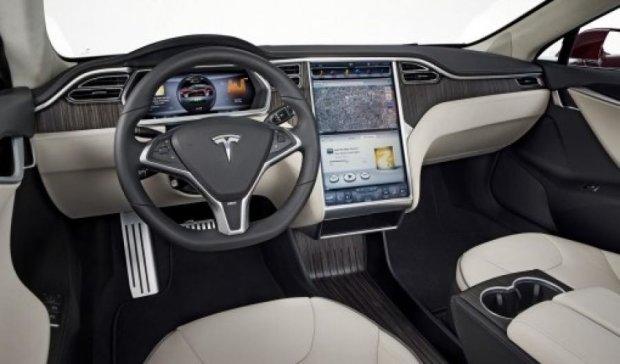 Tesla порадує шанувальників технічними новинками
