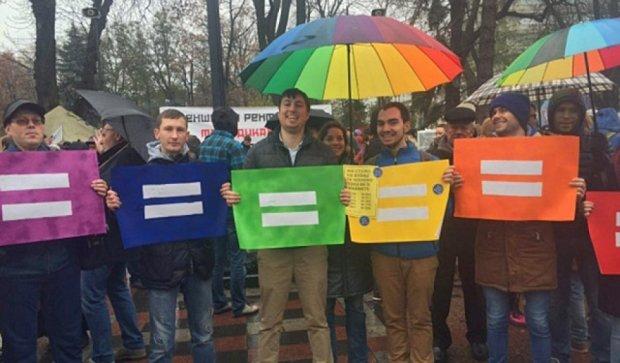 Активисты под Радой требуют принять «безвизовый пакет» (фото)