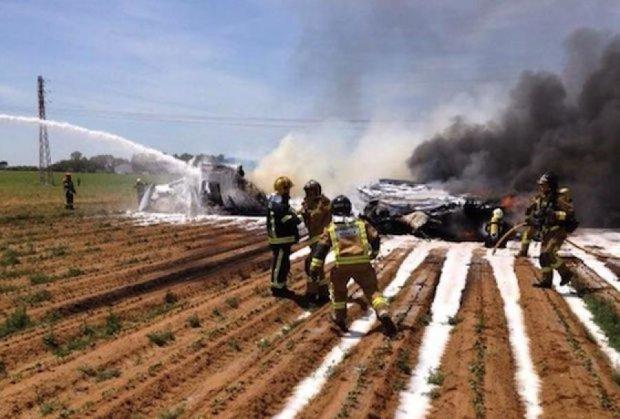 В Испании спасли двух человек после авиакатастрофы