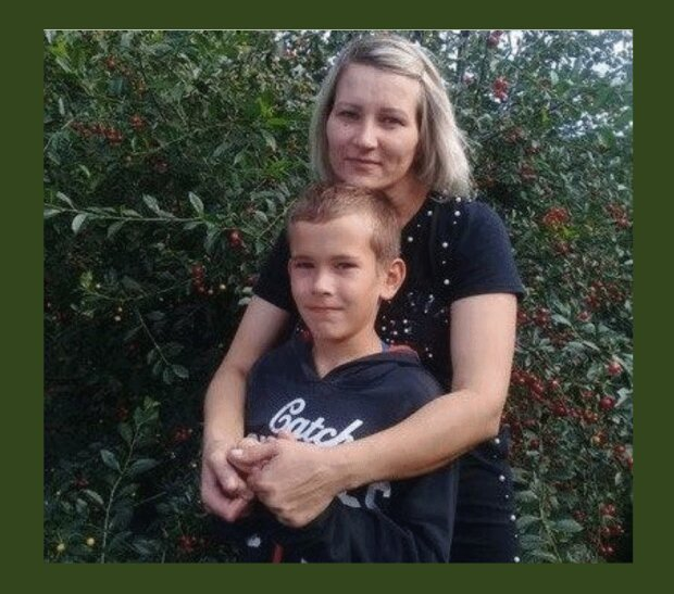 Дитина-герой з мамою, фото РосЗМІ