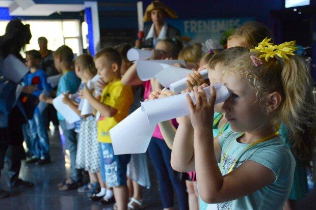 Довідки, форма, вакцинація: що зміниться для українських школярів, батькам на замітку