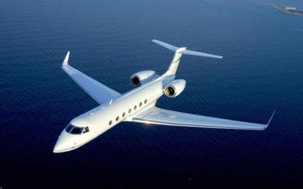 Літак з відомим виконавцем потрапив в аварію