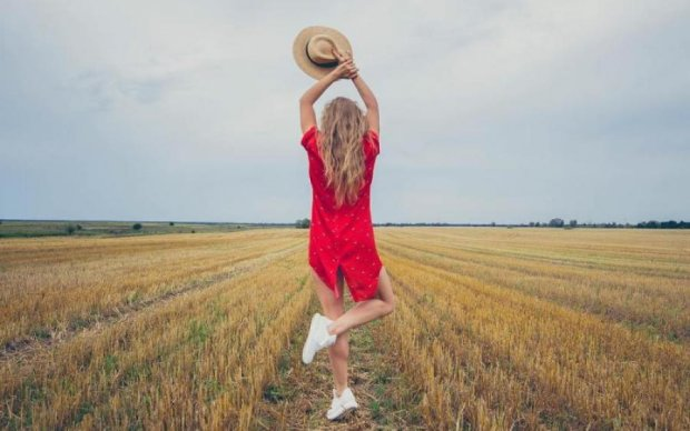 Українська танцівниця  зачарувала стильною вишиванкою