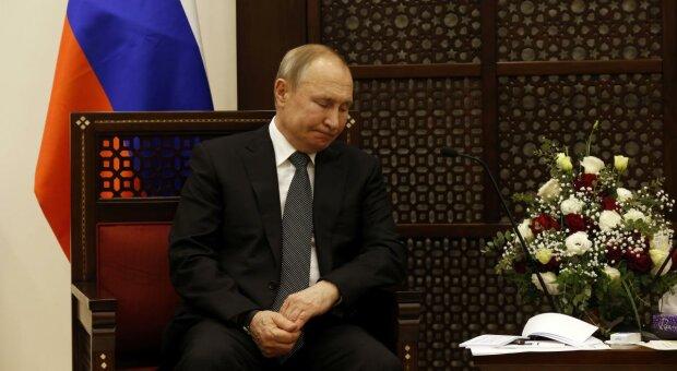 """У Путіна виявили ознаки """"корона-вірусу"""": фото"""