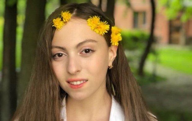 Донька Полякової Маша показала фігуру в бікіні: наступає мамі на п'яти
