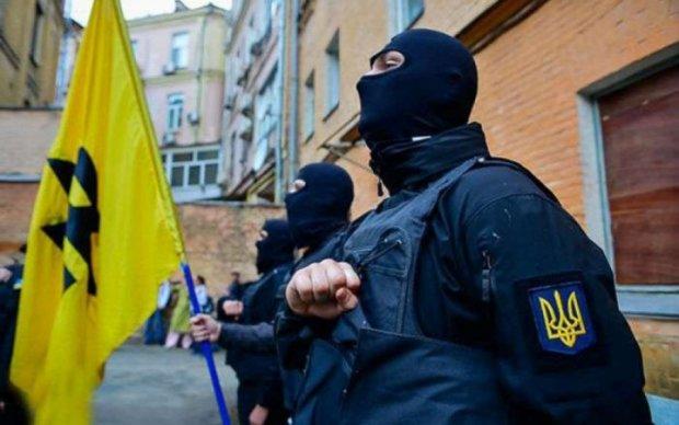 """Бійці """"Азова"""" накинулися на темношкірих студентів"""