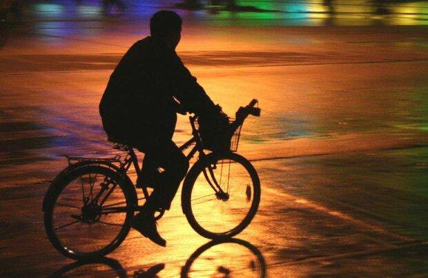 Смертельна аварія у Франківську: молодий водій збив велосипедиста на шаленій швидкості.