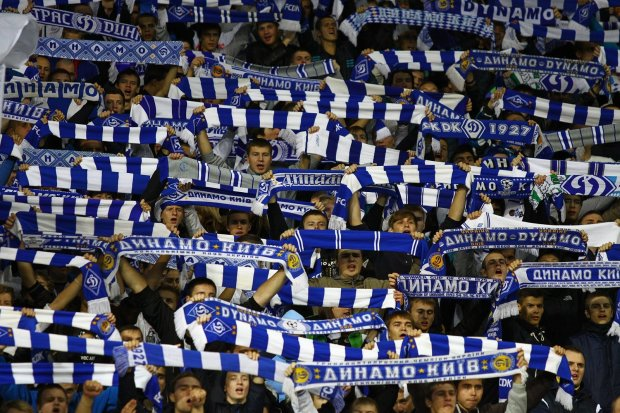 Фаны Динамо поддержали пленных моряков на матче с Челси