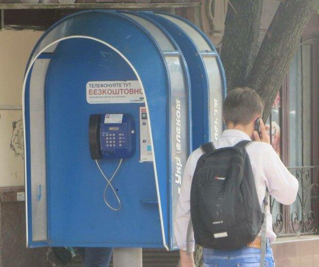 """Прощаемся с таксофонами: """"Укртелеком"""" ликвидирует """"телефонные будки"""""""