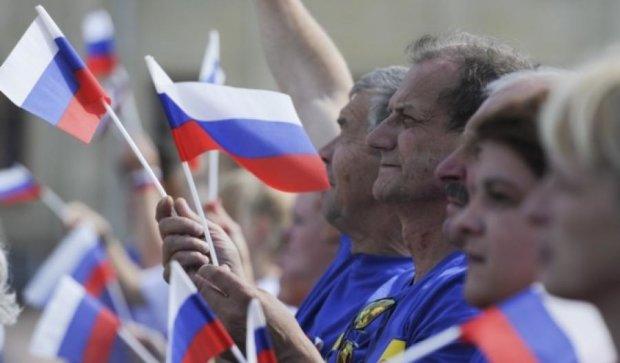 Третина росіян не знає порядок кольорів прапора Росії