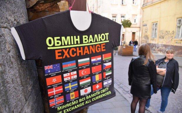 Обмен валют, фото Униан