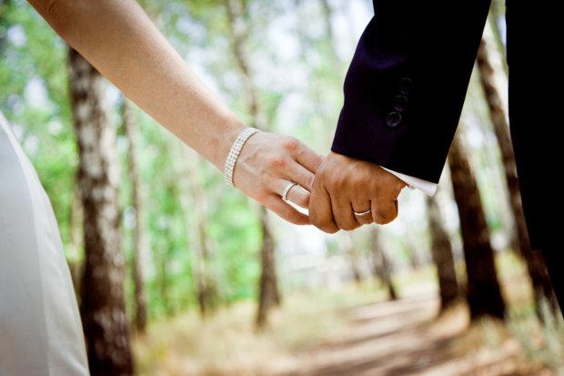Жених после странного ритуала сбежал со свадьбы и угодил в больницу с переломом черепа и кровоизлиянием в мозг