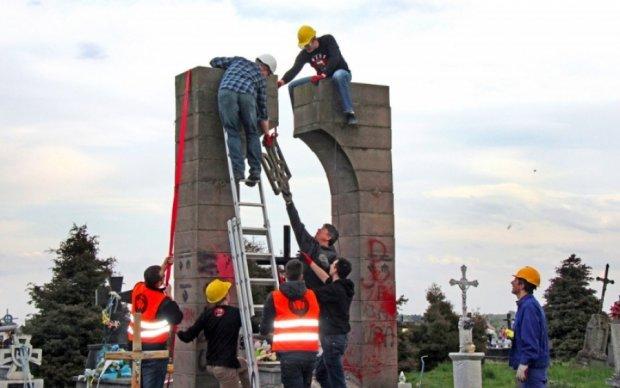 Поляки восстановят памятник УПА при одном условии