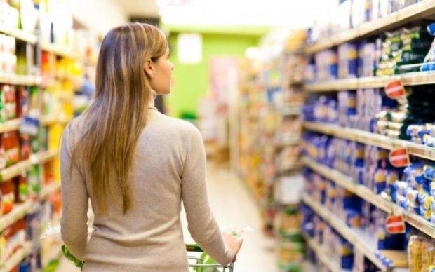 Популярний супермаркет пішов під землю на очах у відвідувачів: відео