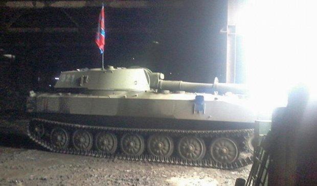 Бойовики ховають танки в сараях під Широкиним