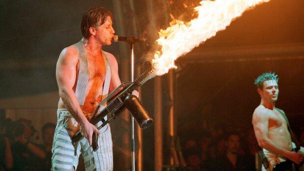 Ошалілі гітаристи Rammstein плюнули в обличчя Путіну просто на сцені: Ліндеманну точно не страшно потрапити до пекла