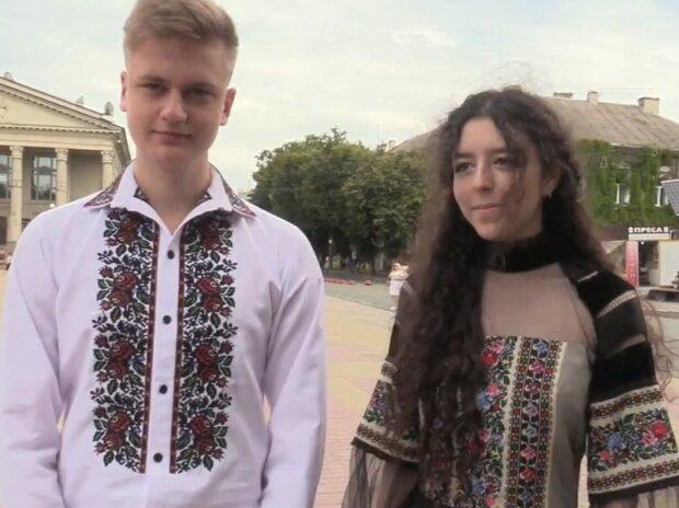 Тернопольские выпускники сняли платья и костюмы ради вышиванок - Диор бы обзавидовался