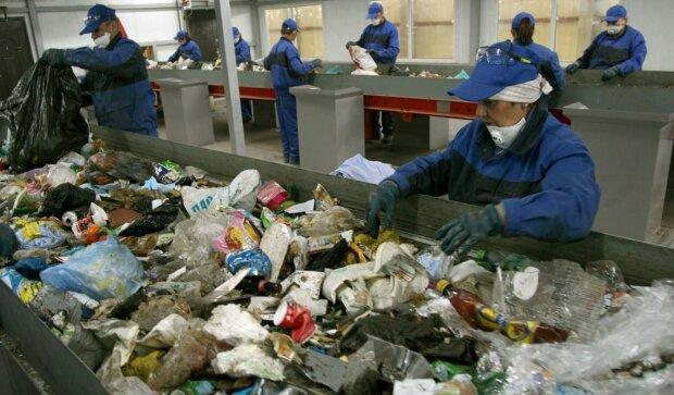 Переробка сміття, скріншот: YouTube