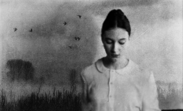 Зеркало воображения: фотограф создает необычные снимки, герои живут, будто во сне