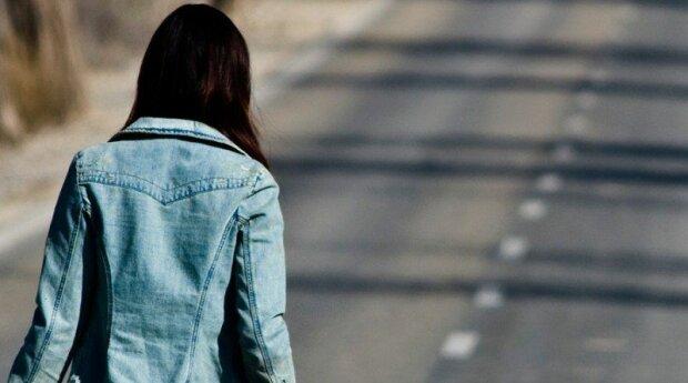 """Под Львовом мать оштрафуют за прогулы школьницы, признание девочки объяснило многое: """"Не могу так жить…"""""""