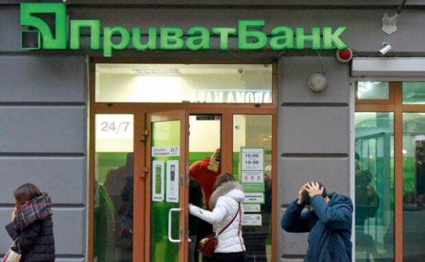 ПриватБанк не повертає українцю гроші, не можна перевести в готівку навіть 50 гривень: деталі конфлікту