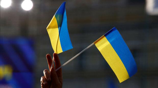 Патриоты напомнили оккупантам, что Крым – это Украина: сине-желтый засветился в Ялте