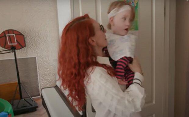 У Запоріжжі народжену сурогатною матір'ю крихітку відмовилися удочерити в Америці - хвора і нікому не потрібна, серце крається