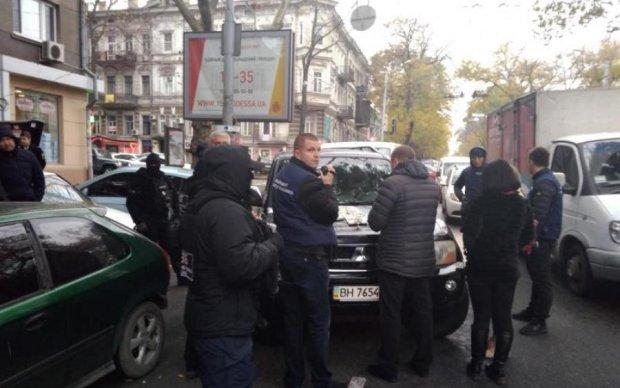 Одеський аферист намагався втекти, протаранивши авто копів