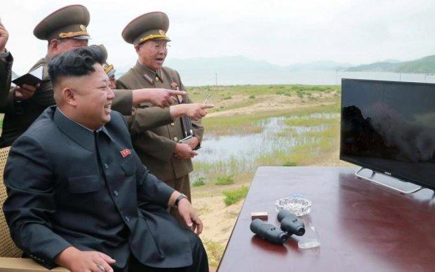 Грандиозный идиотизм: СМИ раскритиковали ролик, который Трамп показал Киму