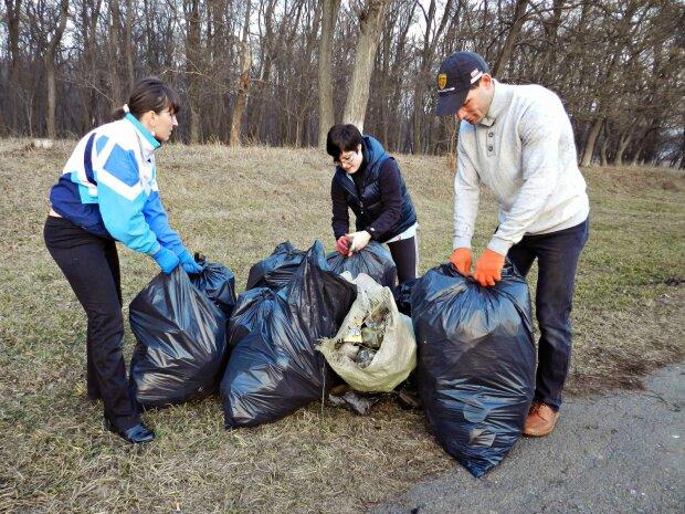 """30 тонн мусора: одесситы """"вылизали"""" любимое место отдыха, достойный пример для всей Украины"""