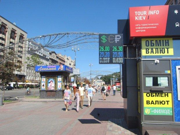 Курс доллара на 18 мая замучает украинцев неопределенностью