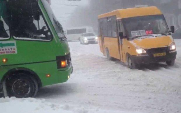 Сніговий колапс у Дніпрі: величезні пробки та лайка Філатова