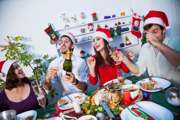 """Експерти розповіли, як не """"посадити"""" здоров'я на новорічному застіллі: 5 простих правил"""