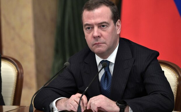 """""""Такая же дрянь"""": стали известны слова Медведева перед тем, как Путин отправил его в отставку"""