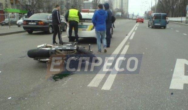 Жуткое мото-ДТП в Киеве: есть пострадавшие