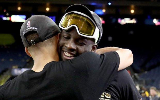 Лижні маски і море шампанського: Відео з роздягальні Голден Стейт після перемоги в НБА