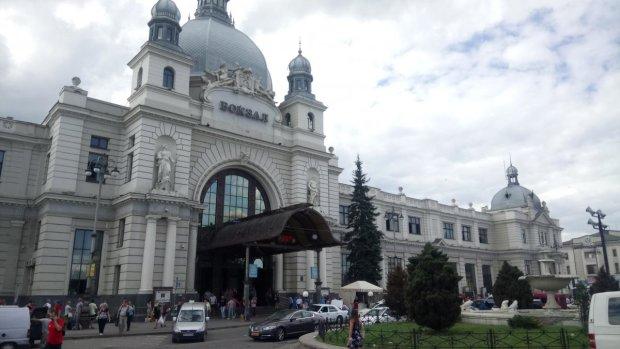 У Львові терміново евакуюють людей, копи прочісують кожен закапелок: що відбувається