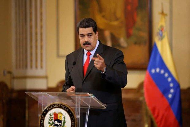 Нелегітимному Мадуро загасили світло: відео