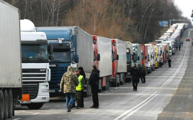Догралися: оскаженілі українці заблокували кордон