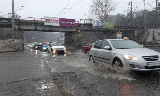 """Киевская подземка уходит под воду вместе с дорогами, пока Кличко """"строит"""" метро на Виноградарь"""