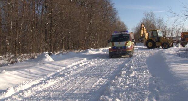 Беременная львовянка оказалась в снежном плену, врачи опустили руки: метры снега