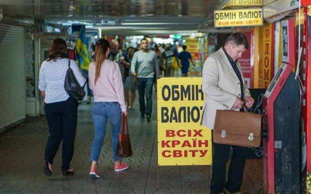 Курс валют в Украине: что вытворит гривна и когда остановится