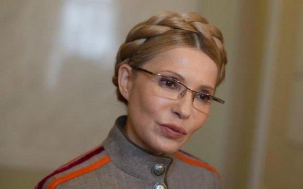 Тимошенко ездит на встречи не вставая с дивана? В сети показали, как Юля дурит народ