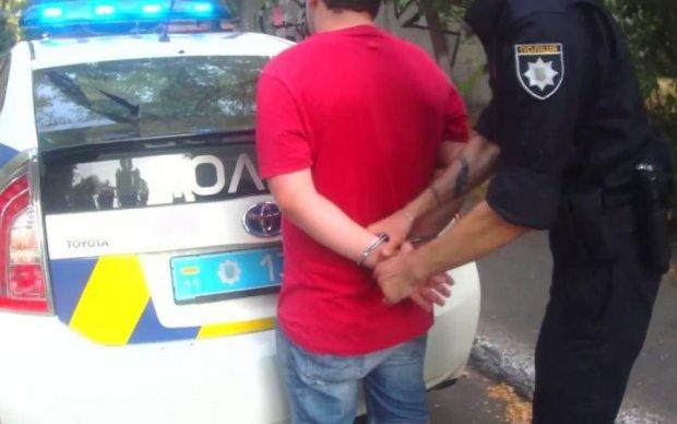 Шестеро на одного: скандальне затримання бійця АТО копами потрапило на відео