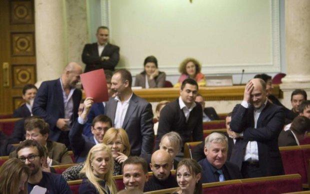 Заткнути рота українцям: купка депутатів не змогла провернути сценарій Путіна у нас