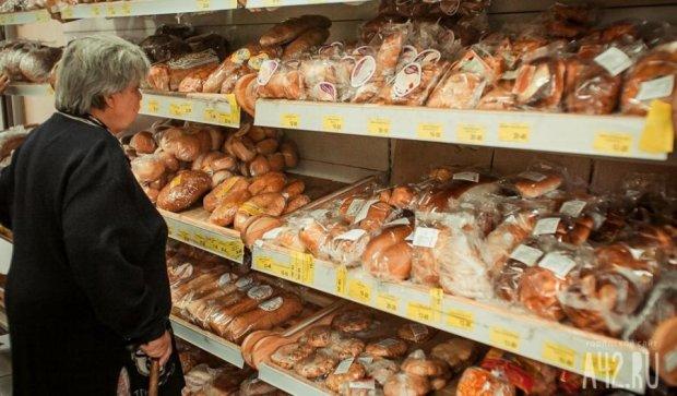 """Киевский магазин продавал хлеб с живыми """"деликатесами"""""""