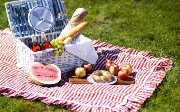 Майские праздники в Украине: выбираем плед для пикника грамотно