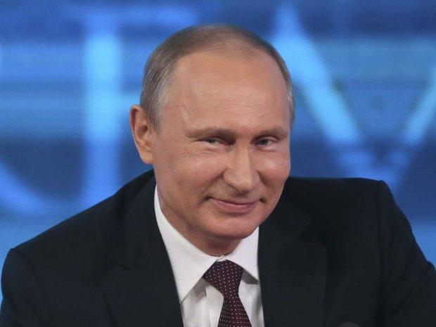"""Путин жестко опозорился """"роскошным"""" корытом: """"Все комплексы на лицо"""""""